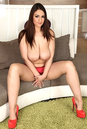 Free Busty Mature Porn Pictures