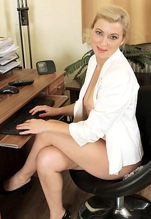 Free Mature Office Porn Pictures